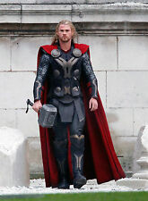 PHOTO THOR LE MONDE DES TENEBRES - CHRIS HEMSWORTH - 11X15 CM  # 2