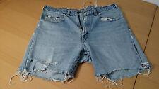 2 LEVIS Jeans Short davon eine 501 cool, modischer Styl * DESTROYS USED Look