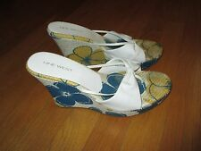 Ladies Nine West Blue Yellow White Floral Thong Wedge Heels Size 10M