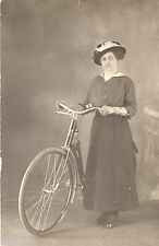 BD872 Carte Photo vintage card RPPC Femme woman bicyclette vélo chapeau robe Hat