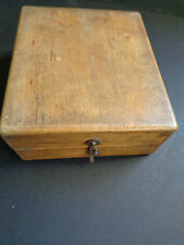 VINTAGE LIGHT COLOURED WOODEN BOX WITH HOOK FIXING DOVE TAIL JOINTS(ref14.2)
