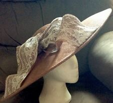 "Enorme Marrón Crema Y Blanco Fascinator de la disco en Head Band por Elegance BNWT 19"" X18"""