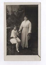 CARTE PHOTO Décor Toile peinte Postcard RPPC 1920 Mère Enfant Fille Robe blanche