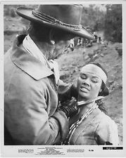 RIO CONCHOS original 1964 publicity still photo WENDE WAGNER/RICHARD BOONE