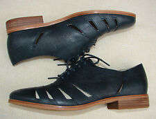 """HOTEL IMAGE""Clark's Women/Ladies Navy Leather Shoes size 7 D."