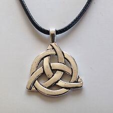 bijou celtique Collier Triquetra sur cordon cuir noir