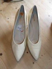Luxury & Spice 'Lola'Patent Leather Kitten Heel Shoes UK8 EU42 Pale Yellow BNWoB