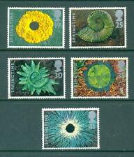 GB 1995 The Four Seasons - Springtime. Mint MNH. One postage for multiple buys.