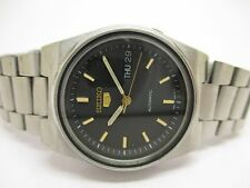 VINTAGE SEIKO 5 AUTOMATIC DAY & DATE WRIST WATCH IN EXCELLENT CONDITION FOR MEN