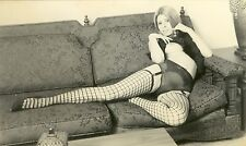 1143 # Photo ca 1950 Nylon Straps stockings leg nude Pin-up girl nus Busen Akt