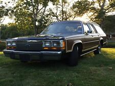 Ford : Crown Victoria 4dr Wagon LX