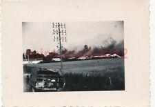 Foto, Wehrmacht, Blick auf brennende Öltanks bei Nevers, Frankreich, (Q)1004
