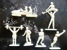 Lot de figurines pub. Vintage en plastique (6 sportifs + Notre-dame + 1 bateau)