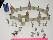 VINTAGE TOY LEAD KNIGHTS CRUSADERS TIN CASTLE WITH DRAWBRIDGE BEEFEATER PARTIAL
