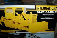 1/25 IH International Harvester TD-25 crawler dozer w/ blade & ripper First Gear
