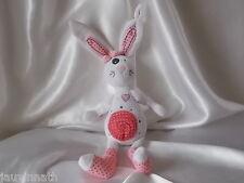 Doudou lapin blanc et rose, Tape à l'oeil