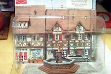 HO Busch PRE-BUILT City Street MARKET FOUNTAIN with Statue :  Mini Scene 7728