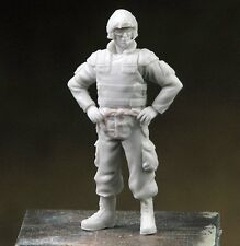 Djiti's 1/35 Canadian AFV / Tank Crew Soldier Hands on Waist Afghanistan 35066