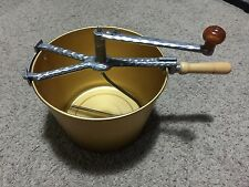 VINTAGE MIRRO BREAD PIZZA DOUGH HAND CRANK MIXER W/ ALUMINUM GOLD BOWL PAN