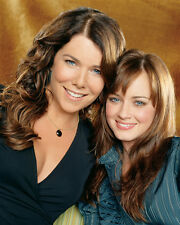 Lauren Graham & Alexis Bledel (22238) 8x10 Photo