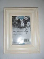 ANTIQUE WHITE 4 X 6 WOOD FRAME OVERALL SIZE 7 X 9