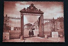 CPA sépia Paris Le château de Versailles La grille d'honneur du Palais