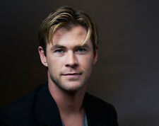 Chris Hemsworth UNSIGNED photo - B165 - HANDSOME!!!!!