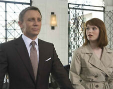 Gemma Arterton and Daniel Craig UNSIGNED photo - H582 - James Bond