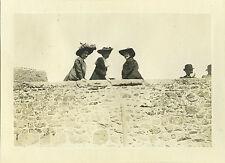 PHOTO ANCIENNE - VINTAGE SNAPSHOT - FEMME MODE CHAPEAU PONT DINAN BRETAGNE 1910