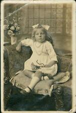 Young girl sitting in chair beads ribbon roses   QR12