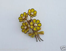 VTG 1940's CROWN TRIFARI POURED GLASS FUR CLIP PIN YELLOW BLOOMS FLOWER SPRAY