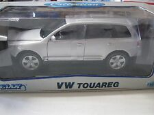 1:18 SCALE WELLY VW VOLKSWAGEN TOUAREG DIECAST SUV SILVER