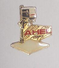 Pin's  AHEL France (automation / Rétroprojecteur) qualité zamac