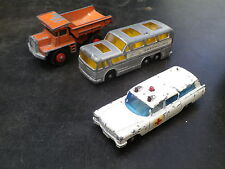 MATCHBOX LESNEY lot CADILLAC ambulance + car GREYHOUND + DUMP truck état d'usage