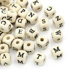 100Stück Natürliche Farbe Bei Random Alphabet / Letter Cube Holzperlen 10x10mm