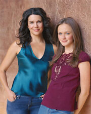 Lauren Graham & Alexis Bledel (654) 8x10 Photo