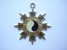 VINTAGE BRUCE LEE KUNG-FU MARTIAL ARTS STEEL FLYING STAR SIGN METAL PENDANT OLD