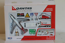 Genuine Qantas Boeing 747 Toy  Airport Play Set Die Cast metal  Jumbo Daron 8551