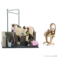 *NEW* SCHLEICH 42104 Horse Wash Area with Horse & Stable Girl & Accessories