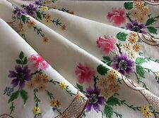 STUNNING VINTAGE LINEN HAND EMBROIDERED TABLECLOTH ~ BEAUTIFUL FLORA