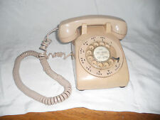 VINTAGE BELL SYSTEM WESTERN ELECTRIC Beige Tan Cream Rotary Dial Desk Telephone