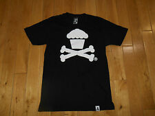 JOHNNY CUPCAKES CROSSBONES ADULT T-SHIRT SIZE MED BOSTON BAKERY LA MADE IN USA