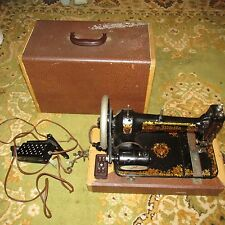 Vintage 1912 White Treadle Sewing Machine Great Graphics in case with knee cont