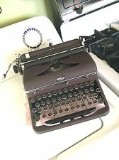 Vintage Burgundy Royal Quiet De Luxe Typewriter ( VERY NICE!)