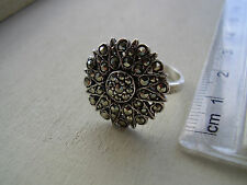 Pretty VINTAGE Sterling Silver & Marcasite RING - in Gift Box