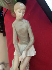 Lladro female golfer no 4851. retired in 2005. Excellent condition. first qual