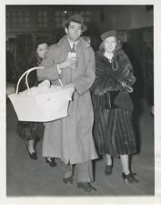 HENRY FONDA AND WIFE-ORIGINAL PHOTO-CANDID-AP PHOTO-WITH BABY JANE