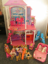 BARBIE BEACH HOUSE WITH 5+ DOLLS, CAR, FUNITURE AND OTHER ACCESORIES