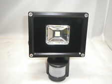10 WATT LED EXTERIOR MINI FOCO CON SENSOR PIR DIAMANTE LED CE3-1000CP