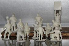 12 unbemalte MRRC Figuren, 12 unpainted trackside figures